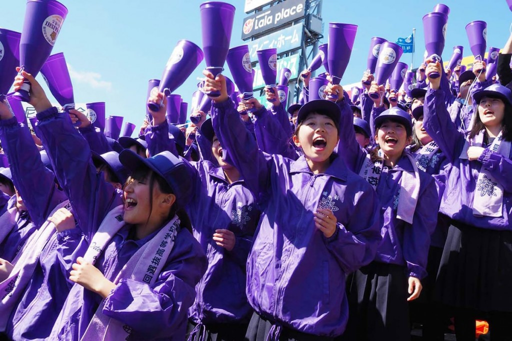 八回裏、決勝点に在校生も歓喜の笑顔(